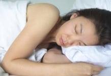 sápadt nő az ágyban