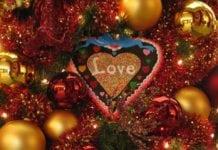 mézeskalács szív a karácsonyfán