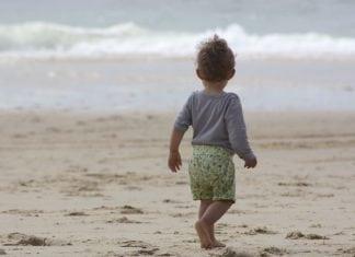 Strandolás a babával