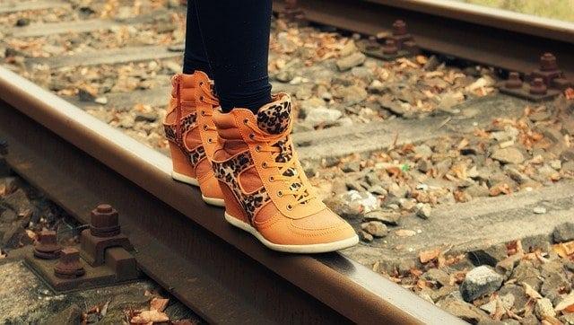Instabil talpszerkezetű cipők