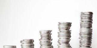 Hatályban az új adótörvények: változik a családi pótlék és a táppénz rendszere
