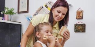 étellel jutalmazni a gyereket