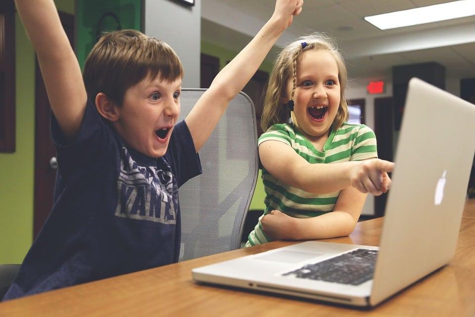 Házirend védheti meg a gyermekeket az internetes veszélyektől