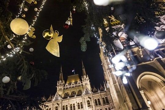 Feldíszítették az ország karácsonyfáját