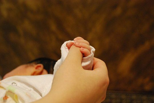 baby-hands-251273_640