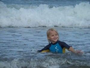 Csecsemővel a strandon, csecsemő, strand,