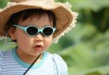kislány napszmüvegben