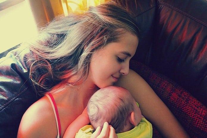fiatal anyuka büfizteti a babáját
