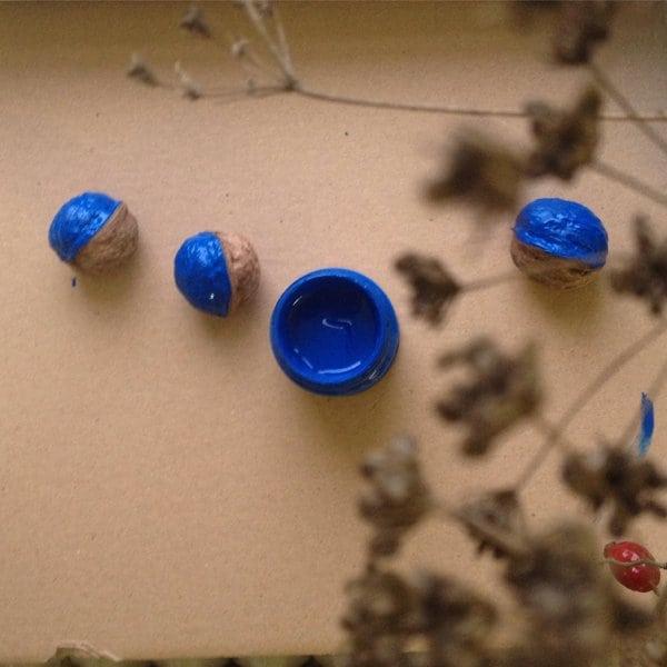 kékre festett diók