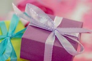 karácsonyi ajándék becsomagolva
