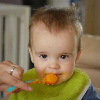 babát etetnek pürével