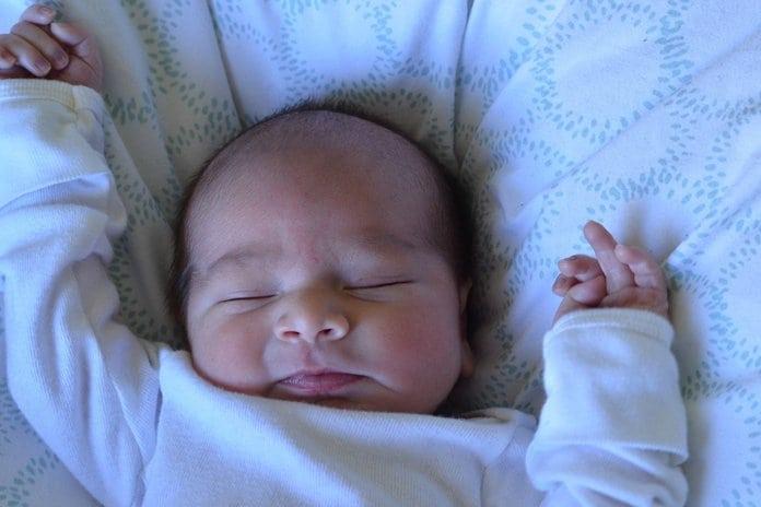 csecsemő alvás közben