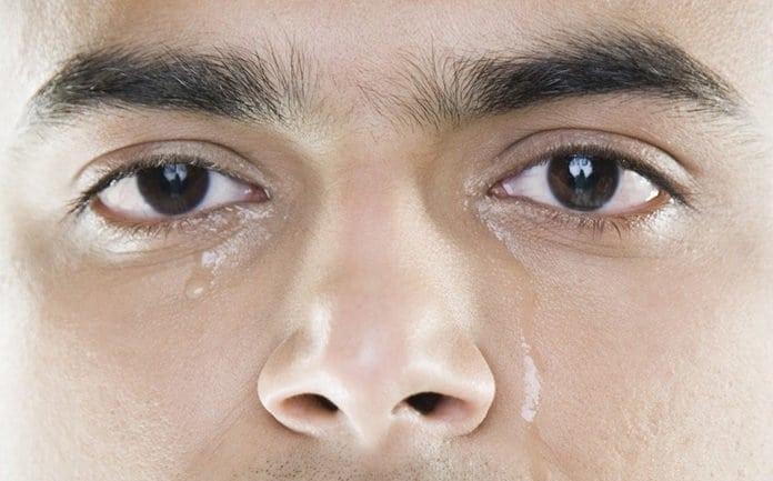síró férfi