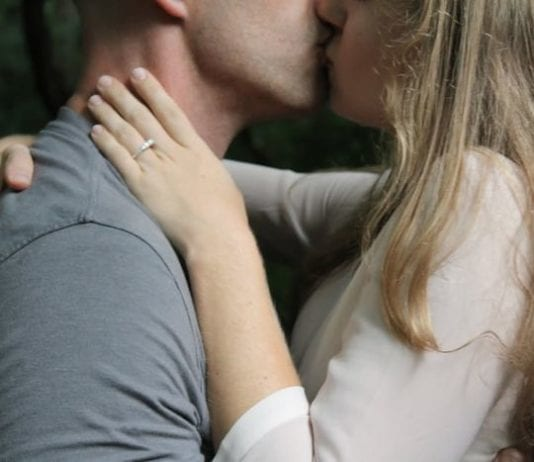 csókolozó pár