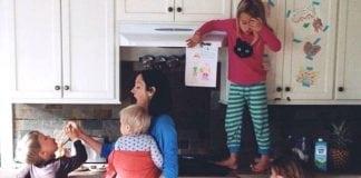 ötgyerekes család reggel