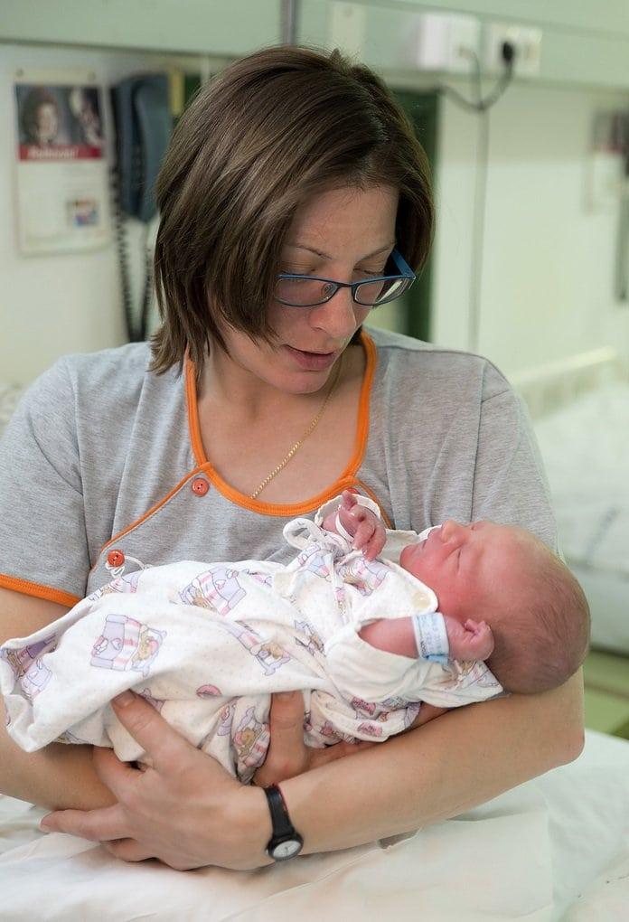 Újévi baba - Szombathelyen született az elsõ gyermek vidéken ... 11db5e38c9