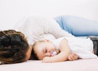 kisbaba altatása