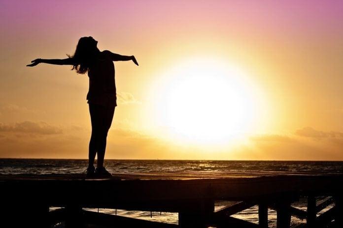 nő-naplemente-pepitablog