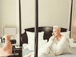 Az 55 éves színésznő megmutatta testét 2 hónappal szülés után!