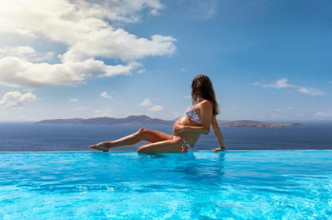 Repülés, wellness és tengerparti nyaralás – mit szabad és mit nem várandósság idején?