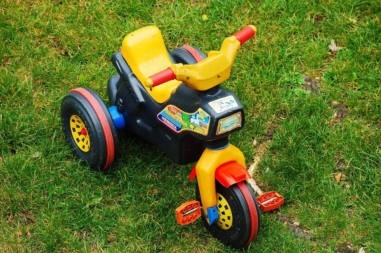 Veszélyes játékjárműveket és gyermekgondozási cikkeket vontak ki a forgalomból