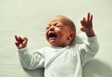 Banális, mégis komoly kérdés: mit tegyünk, ha sír a baba?