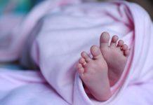 Bizonyosodj meg róla, a hátán alszik-e a baba