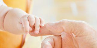 Mikor kezdheti el a baba a szilárd ételek fogyasztását?